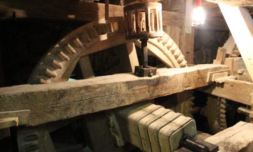 Wooden bevel gear