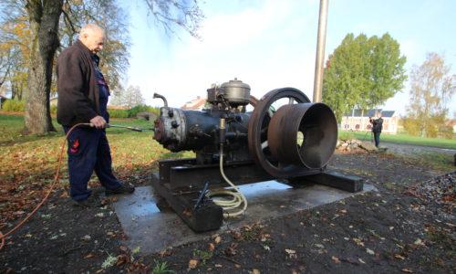 Storebro hot bulb engine